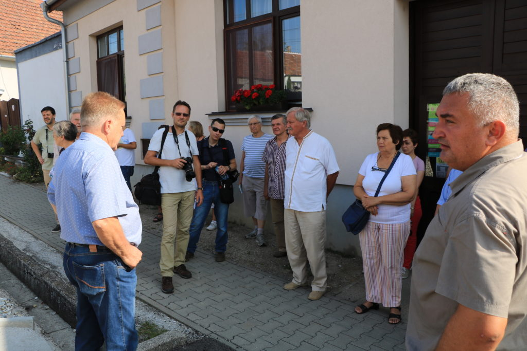 Kirándulás a gólyák és a vörös borok városaként ismert Ruszton. (fotó: Mari László)